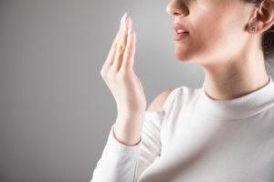 Jak walczyć z nieświeżym oddechem?
