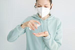 Jak dbać o skórę twarzy przy noszeniu maseczki?