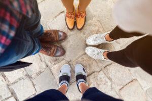 Jak pozbyć się raz na zawsze przykrej woni z butów?